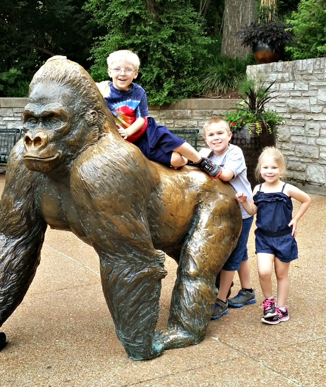 zoo gorilla sculpture